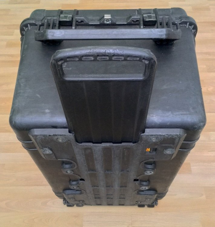 PelicanCase1660_BottomHandle_Low.jpg